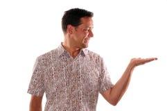 Mann, der unbelegtes Blatt Papier anhält Lizenzfreies Stockbild
