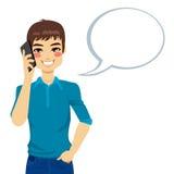 Mann, der unter Verwendung des Telefons spricht Stockbild