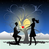 Mann, der Verbindung zur Frau vorschlägt Stockfoto