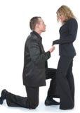 Mann, der zur Frau vorschlägt Lizenzfreies Stockbild