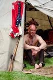 Mann des amerikanischen Ureinwohners im Tipi Lizenzfreies Stockfoto
