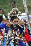 Mann des amerikanischen Ureinwohners im vollen Kostüm Lizenzfreies Stockfoto