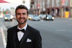 Mann des glatten Schnitts freundlich draußen gekleidet Lizenzfreies Stockfoto