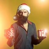 Mann des neuen Jahres mit Geschenken Stockfotos