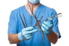 Mann-Doktor Surgeon Holding Surgical Instruments Lizenzfreies Stockfoto