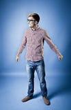 Mann in einem karierten Hemd, in den Jeans und in den Gläsern Lizenzfreies Stockfoto