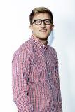 Mann in einem karierten Hemd, in den Jeans und in den Gläsern Stockbilder