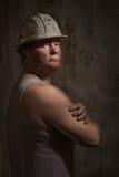 Mann in einem Sturzhelmbergmann Stockbild