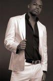 Mann in einer weißen Klage lizenzfreies stockfoto
