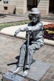 Mann eingefroren als Skulptur in der historischen Mitte von Lemberg Stockbild