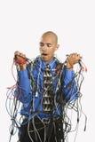 Mann eingewickelt in den Seilzügen. stockbild