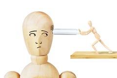 Mann fügt USB-Antrieb in einen anderen menschlichen Kopf ein Lizenzfreies Stockfoto