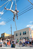 Mann führt Zirkus-Luftshow an Atlanta-Frühlingsfest durch Stockbilder