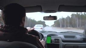 Mann fahren das Auto stock footage