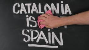 Mann gegen die Trennung von Spanien und von Katalonien stock video footage