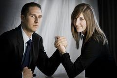 Mann gegen Frau Stockfotografie