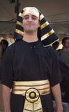 Mann gekleidet im Pharao-Kostüm Stockbilder
