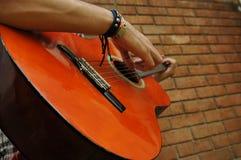 Mann-Gitarre Stockbild
