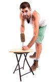 Mann hämmert einen Nagel Lizenzfreie Stockfotografie
