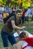 Mann haben Spaß während der Festivalwassermelone Lizenzfreies Stockfoto