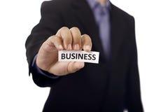 Mann halten Papier mit Geschäfts-Text Stockfotos