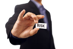Mann halten Papier mit Risiko-Text Stockfotografie