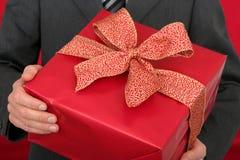 Mann-Holding-Geschenk Stockbilder