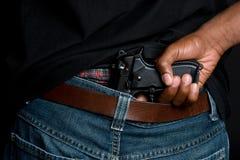 Mann-Holding-Gewehr Lizenzfreies Stockfoto