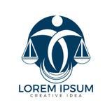 Mann-Holding-Skalen von Gerechtigkeit Logo Gesetz und Rechtsanwalt Logo Design vektor abbildung