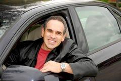 Mann im Auto stockfotos