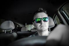 Mann im Auto Stockfoto
