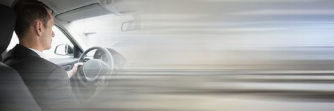 Mann im Auto mit Übergangseffekt Lizenzfreie Stockfotos
