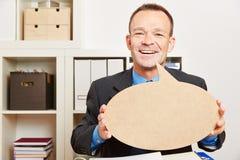 Mann im Büro mit Spracheblase Stockfotografie
