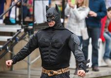 Mann im Batman-Kostüm-polaren Bad Virginia Lizenzfreie Stockfotografie