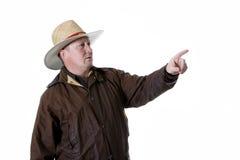 Mann im Cowboyhut und im Oilskinmantel Stockbilder