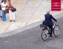 Mann im Fahrrad Lizenzfreies Stockbild