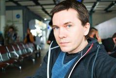 Mann im Flughafen Stockbilder