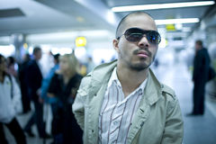 Mann im Flughafen Lizenzfreies Stockbild