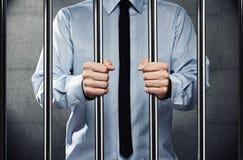 Mann im Gefängnis Stockbild