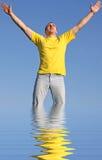 Mann im gelben T-Shirt Lizenzfreies Stockbild