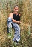 Mann im Gras Lizenzfreie Stockfotografie