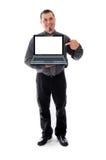 Mann im Hemd und Bindung, die Laptop hält Stockfotos