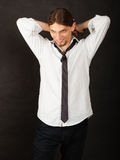 Mann im Hemd und in der Gleichheit lizenzfreie stockfotos