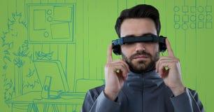 Mann im Kopfhörer der virtuellen Realität mit Tablette gegen blaue und grüne Hand gezeichnetes Büro Stockbilder