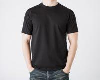 Mann im leeren T-Shirt Lizenzfreie Stockfotografie