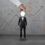 Mann im Leuchtenkopf aufheben Lizenzfreies Stockfoto