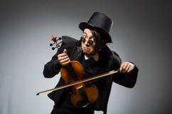 Mann im musikalischen Kunstkonzept Stockfotografie