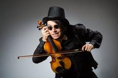 Mann im musikalischen Kunstkonzept Lizenzfreie Stockfotografie
