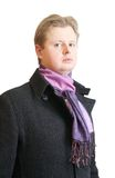 Mann im schwarzen Mantel Stockbild