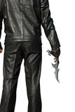 Mann im Schwarzen mit einem alten Messer lizenzfreie stockbilder